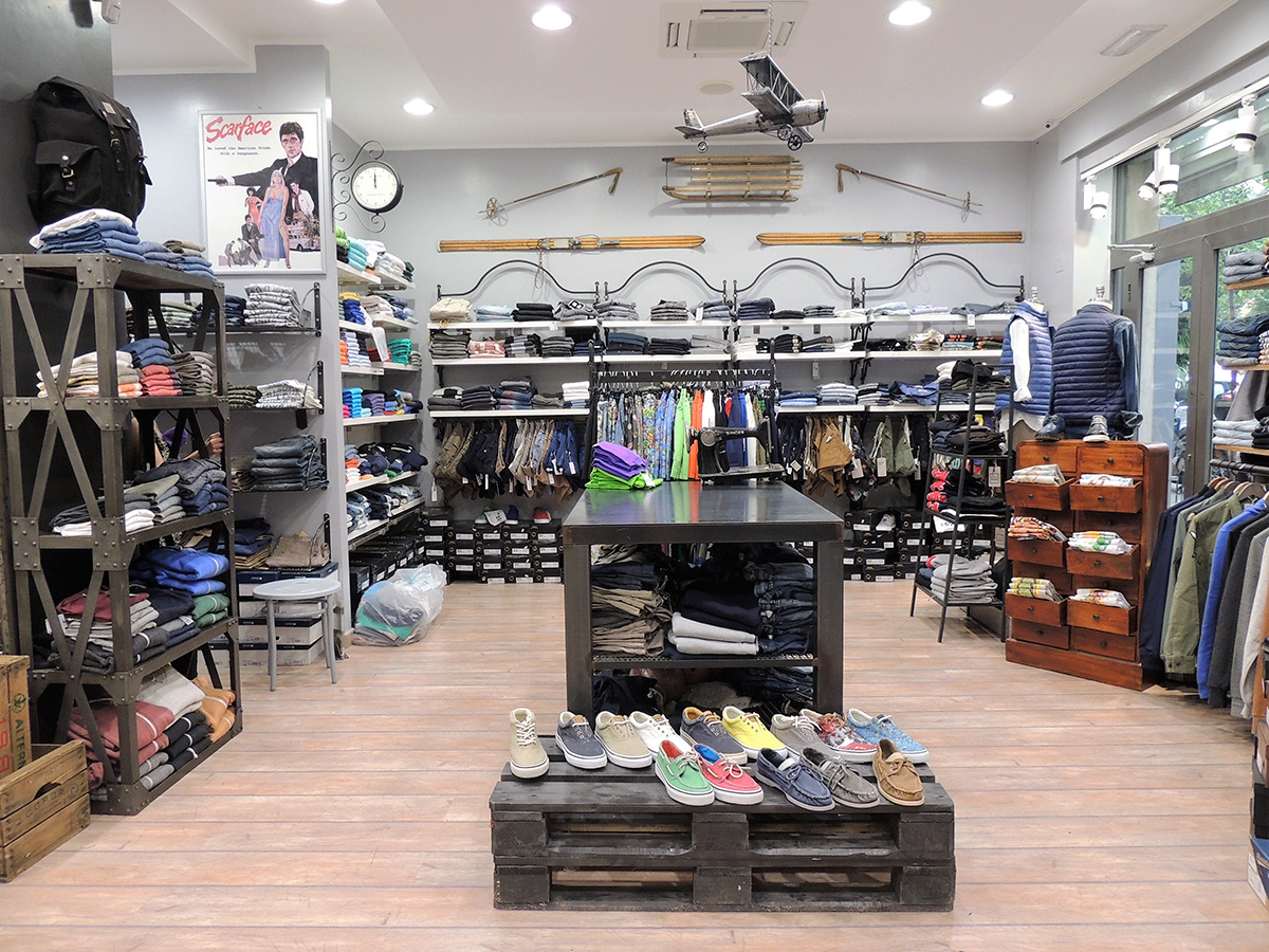Arredo negozio di abbigliamento ab arredamenti negozi for Arredamenti per negozi di abbigliamento