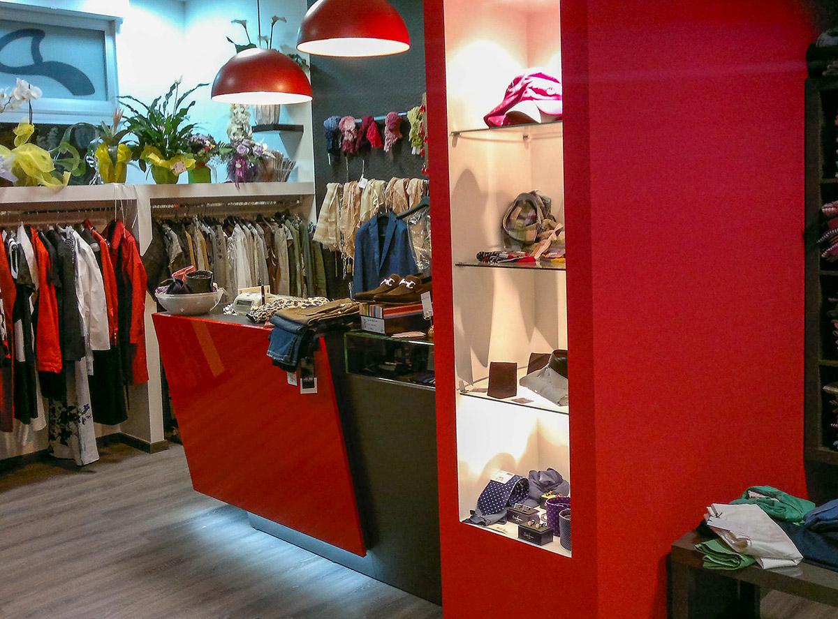 Arredo negozio di abbigliamento ab arredamenti negozi for Ab arredamenti