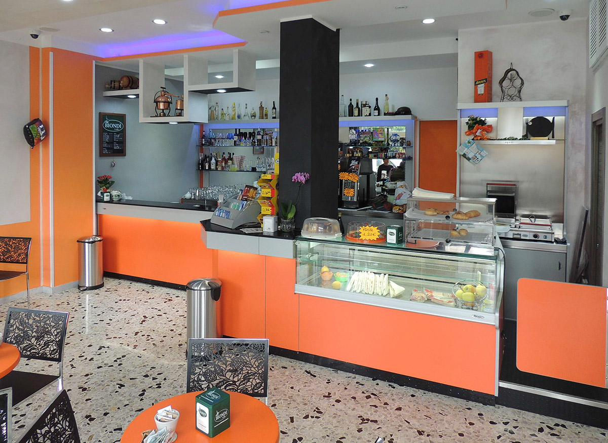 Arredamento bar ab arredamenti negozi tivoli for Ab arredamenti