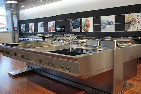 Progetti di arredamento per negozi ab arredamenti negozi for Arredamenti e attrezzature per la ristorazione