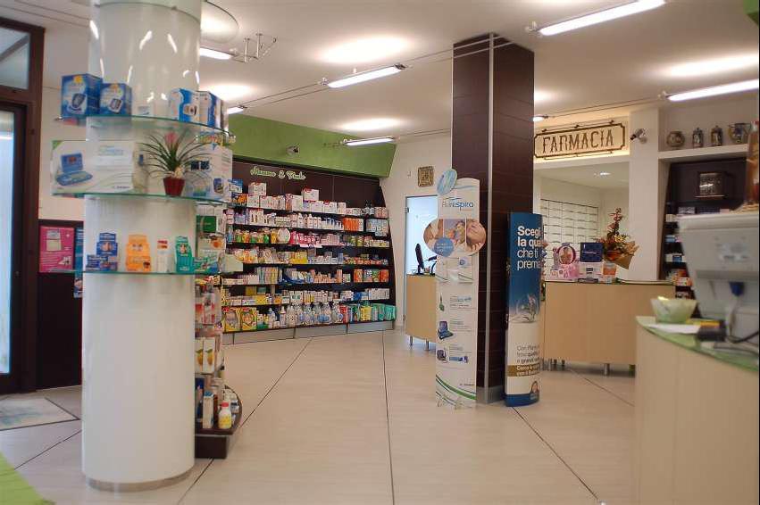 Arredamento farmacia arredamento parafarmacia for Arredamento parafarmacia