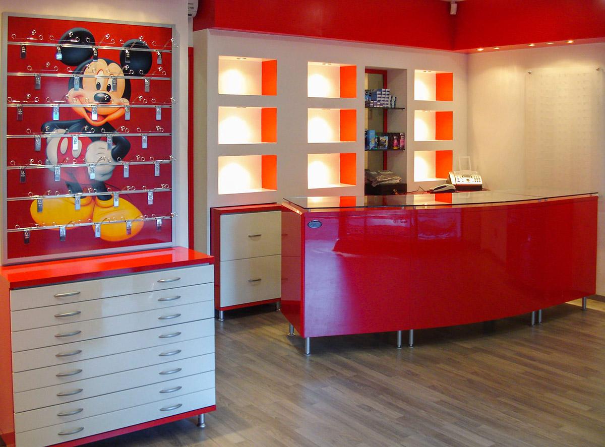 Arredamenti per negozi di ottica ab arredamenti negozi for Arredamento per ragazzi