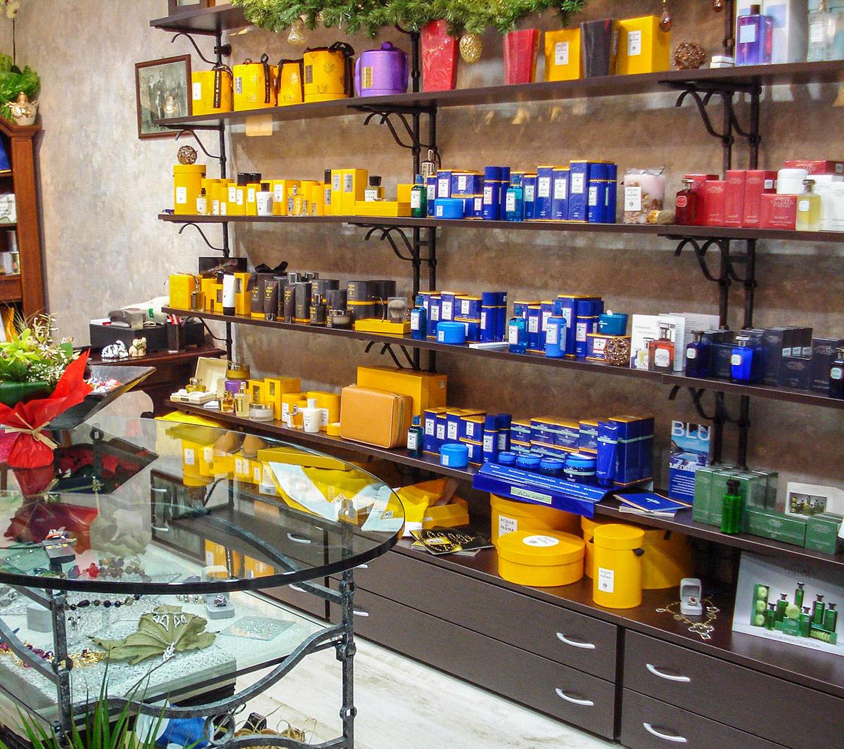 Arredo profumerie ab arredamenti negozi tivoli for Ab arredamenti