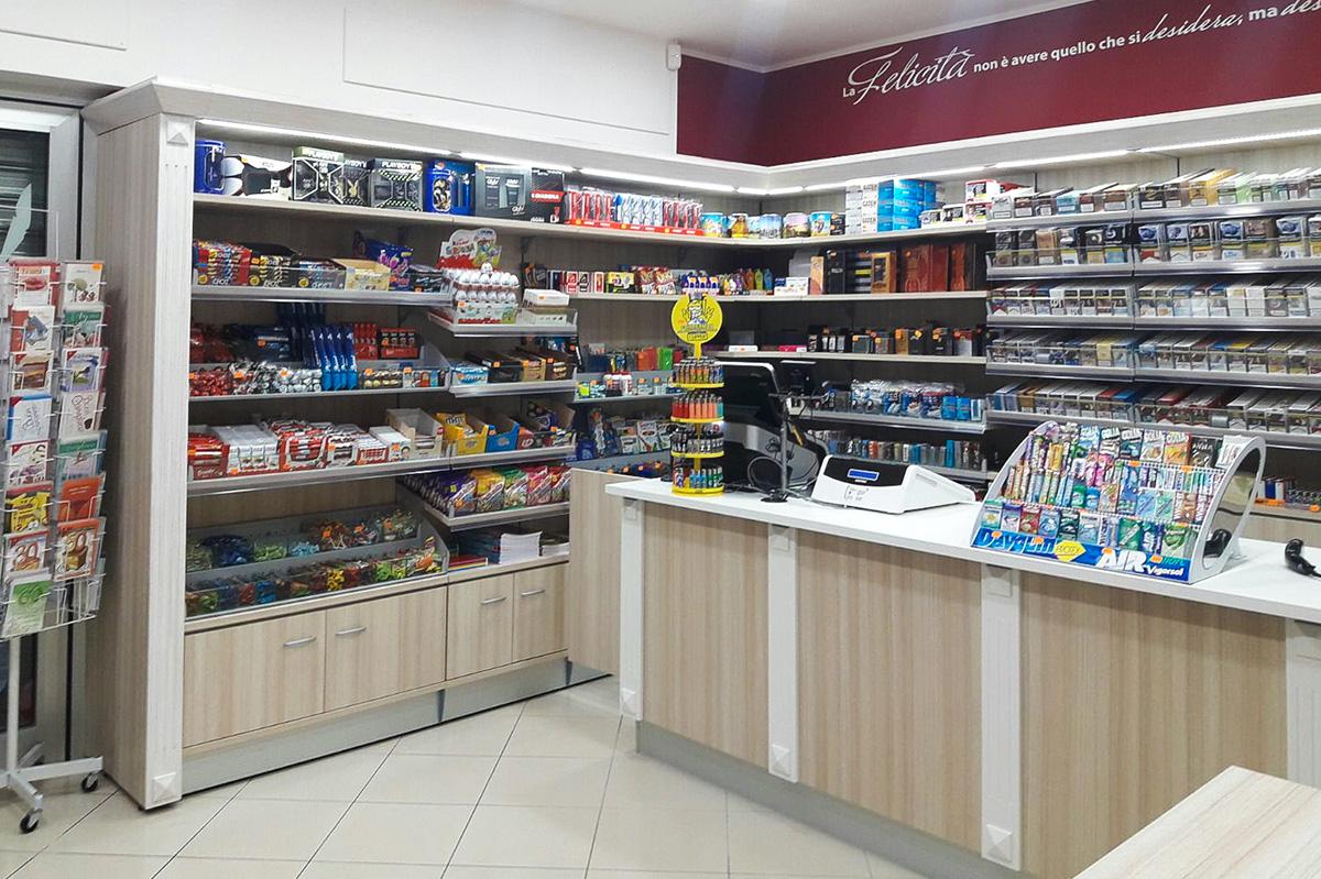 Arredamenti per tabaccherie ab arredamenti negozi tivoli for Arredamenti per tabaccherie